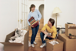 couple-unpacking-in-their-new-home